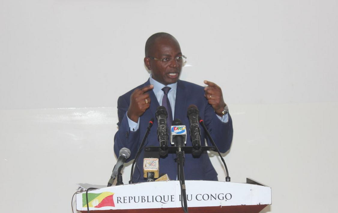 Bienvenu Okiemy, ministre de la Communication et le porte-parole du gouvernement congolais
