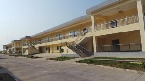 L'un des bâtiments da la caserne Ndouo, presque achevé