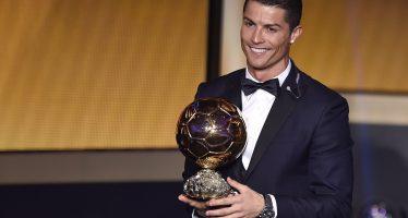 Foot: Cristiano Ronaldo remporte son troisième Ballon d'Or