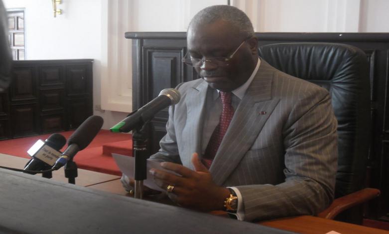 Hugues Ngouélondélé ,  le maire de Brazzaville faisant sa déclaration|Adiac