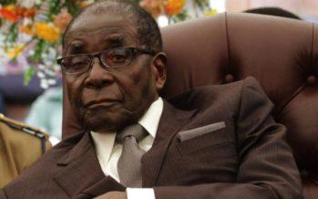Un pasteur qui avait prédit la mort de Robert Mugabe affirme finalement que «Dieu a changé d'avis»