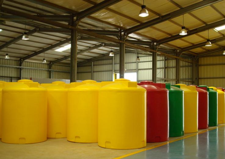 Un échantillon de réservoirs en plastiques produits à l'usine de Maloukou (photo adiac)