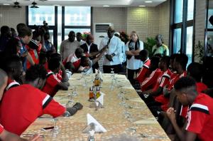 Léon-Alfred Opimbat, le ministre des sports, s'est exprimé devant la sélection congolaise, dimanche matin (crédits photo adiac)