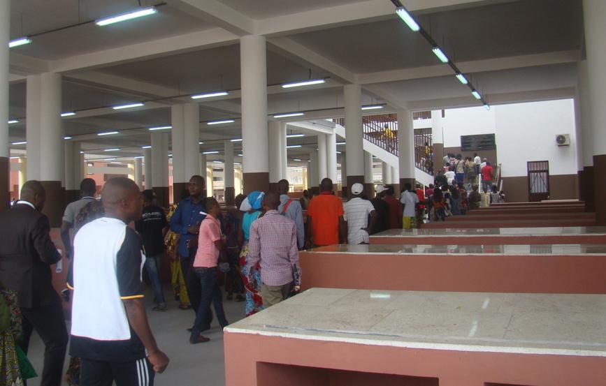 Le marché  Total de Bacongo est le plus grand de Brazzaville.