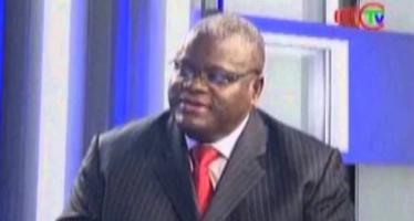 Manoukou-Kouba répond, au nom du P.c.t, à Bowao, sur Radio-Congo