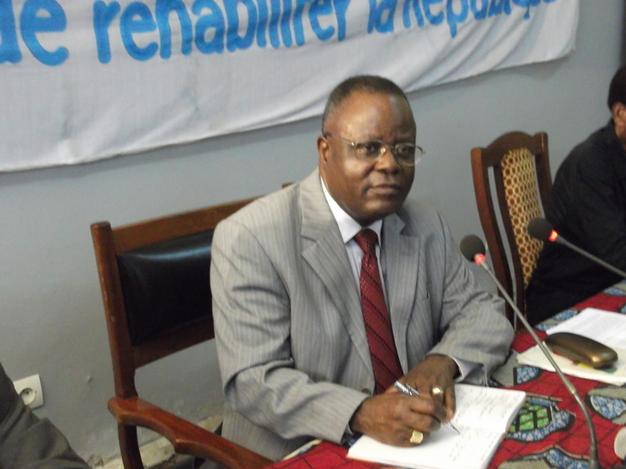 De 1997 à 2002, Mathias Dzon a été ministre de l'Economie et des Finances. Aujourd'hui, il est dans l'opposition et préside l'ARD, l'Alliance pour la république et la démocratie