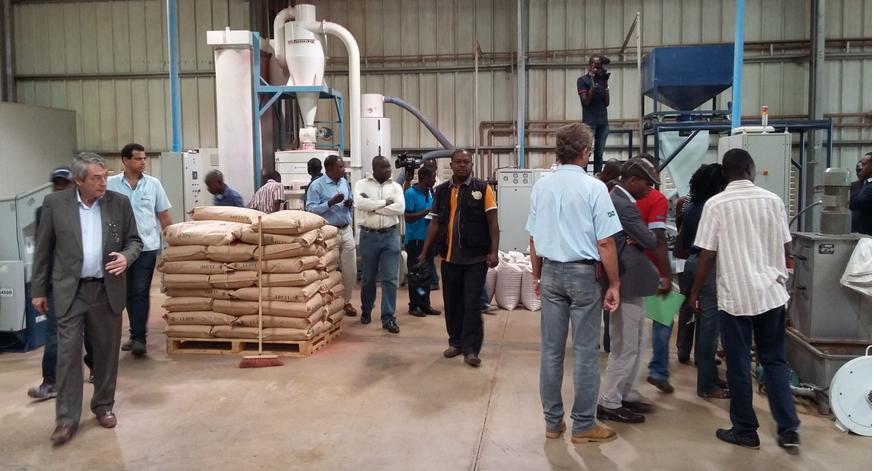 Une vue de la délégation lors de la visite de l'usine de fabrication tuyaux PVC