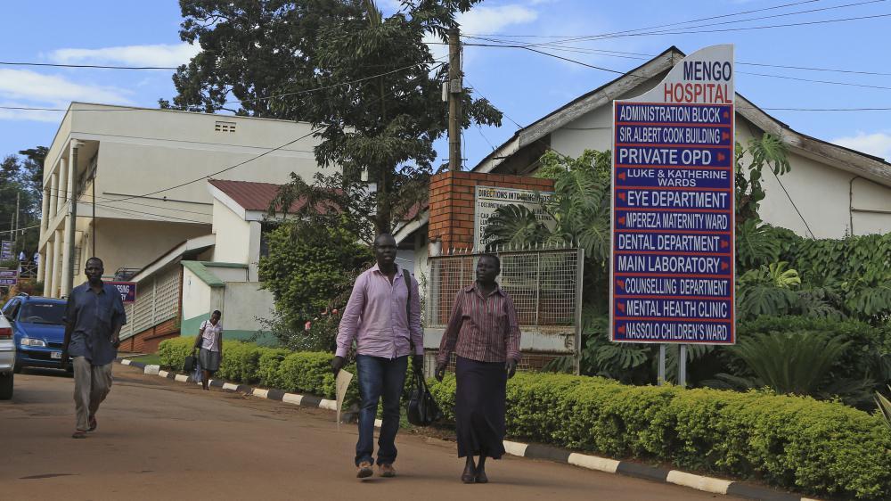 Dans les allées de l'hôpital Mengo de Kampala (Ouganda), où un homme a été tué par le virus Marburg, le 6 octobre 2014. (JAMES AKENA / REUTERS)