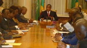 le président de la République avec les membres du Coja et du Conapré crédit photo Adiac