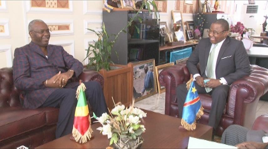 Le maire de Brazzaville, Hugues Ngouélondelé et Christophe Muzungu, ambassadeur de la RD Congo à Brazzaville, Adiac/photo