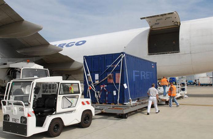 l'entrée en vigueur de la taxe d'embarcation sur le fret aérien