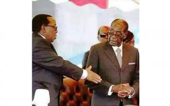 C'EST SUR LE NET : Robert Mugabe a refusé de serrer la main du roi Zulu Goodwill Zwelithini