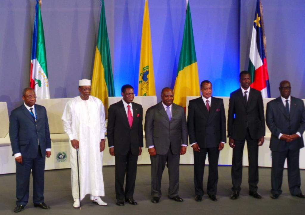 Les chefs d'État, les représentants des présidents et le président de la commission de la Cémac au sommet de Libreville