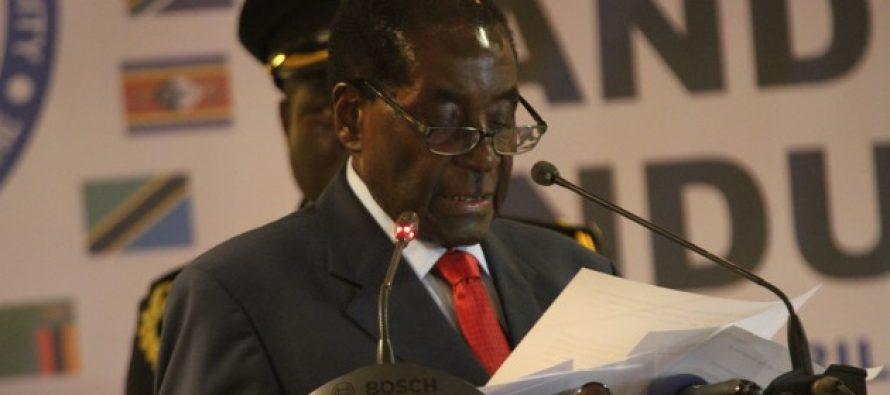 Le président zimbabwéen Mugabe offre 300 vaches à l'Union africaine