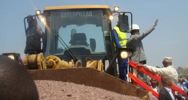 Sassou N'Guesso lance les travaux de construction des voies d'accès au stade de Kintélé