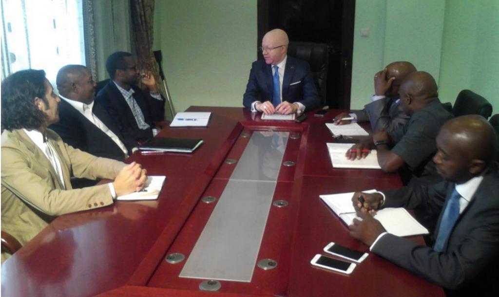 Le ministre des Postes et Télécommunications, Thierry Moungalla, a eu une séance de travail, le 28 mai 2015 à Brazzaville, avec le représentant de la Banque mondiale, Dibrilla Issa