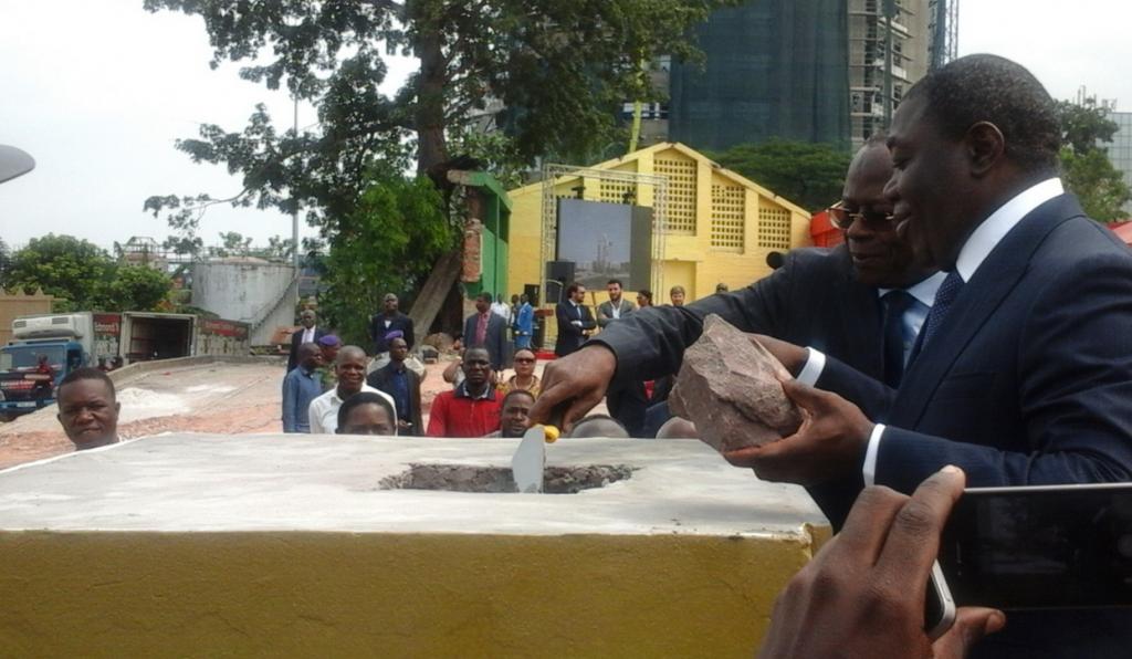 Le ministre d'État, Gilbert Ondongo, qui a posé, le 20 mai à Brazzaville, la première pierre des travaux du futur édifice du groupe Al Othman Real Estate Congo (Orec).