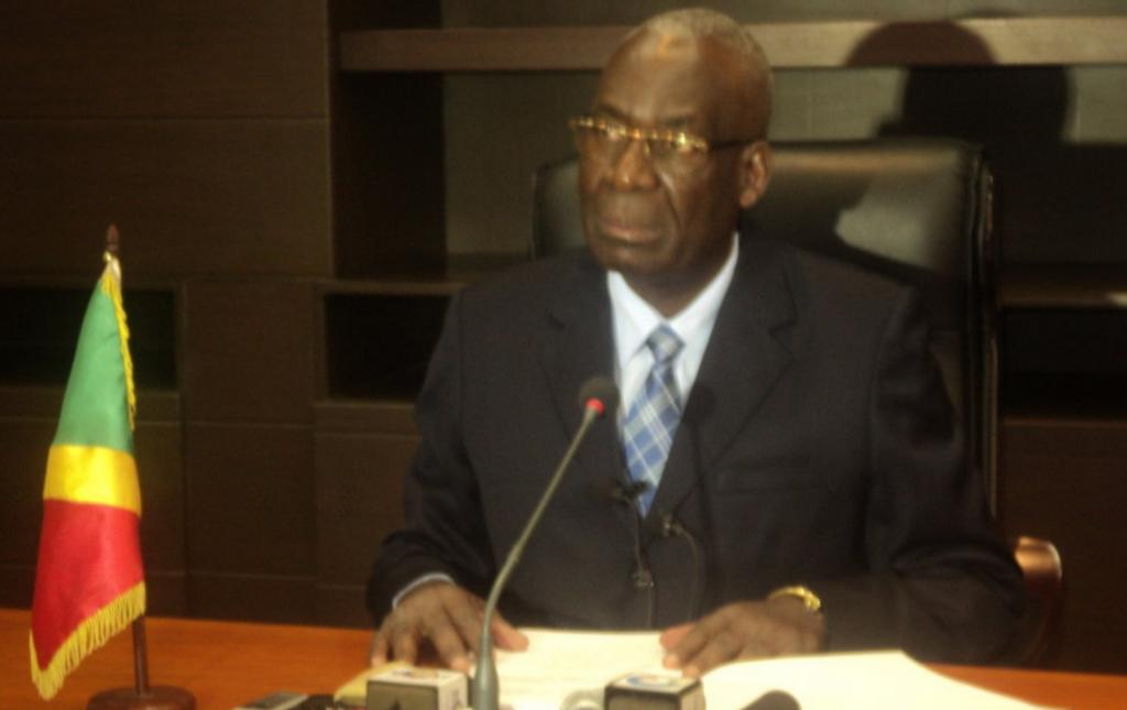 Le ministre Florent Ntsiba