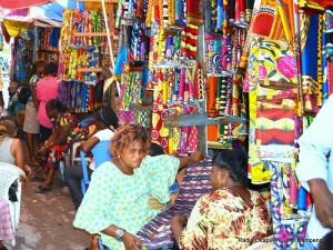 Des femmes vendeuses des pagnes en RDC