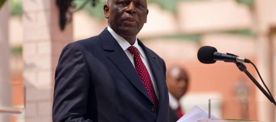 Angola :  José Eduardo dos Santos nomme un mort à la police nationale