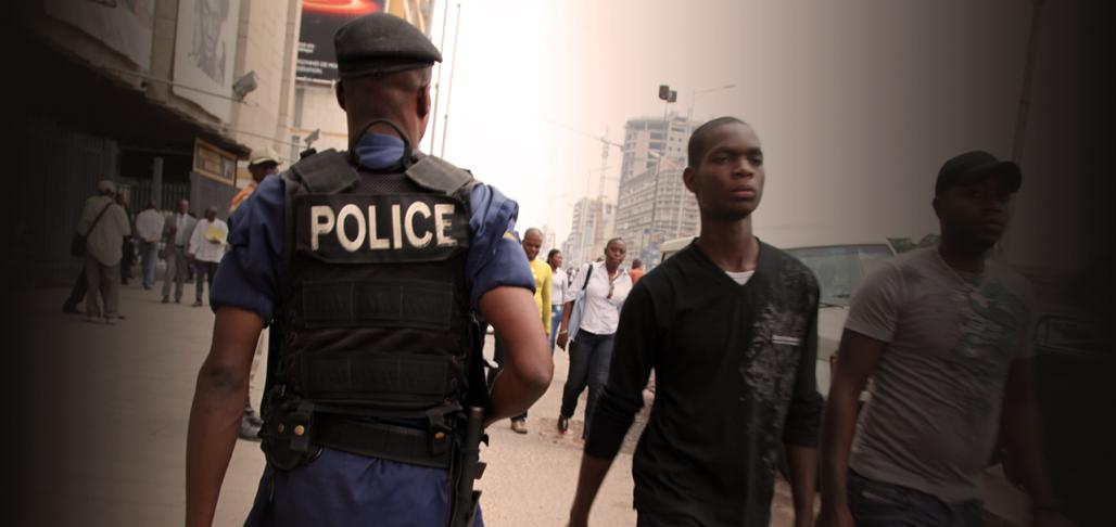 Membre de la Police nationale congolaise (PNC) à Kinshasa en juin 2013 © Ch. Rigaud
