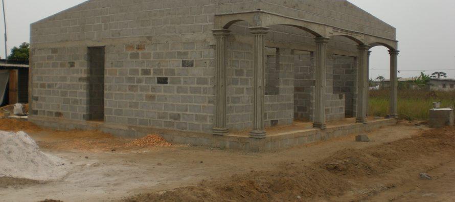 Un propriétaire terrien fait démolir des maisons à Pointe-Noire