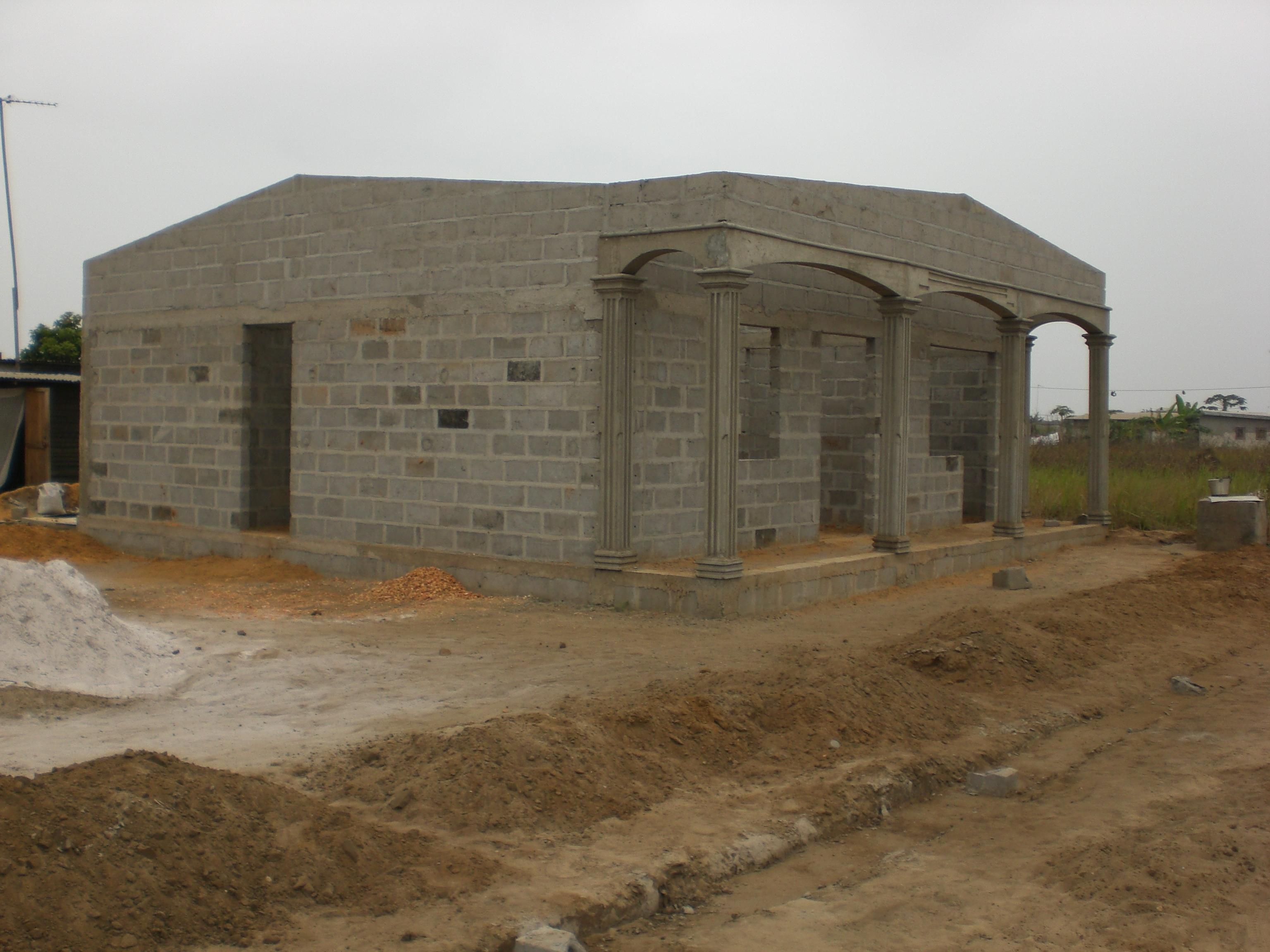 Un propriai taire terrien fait dai molir des maisons ai for Construire une maison a kinshasa
