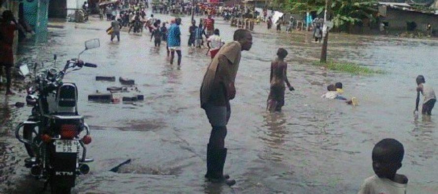 Brazzaville : La rue Mbakas à Poto-Poto transformée en rivière