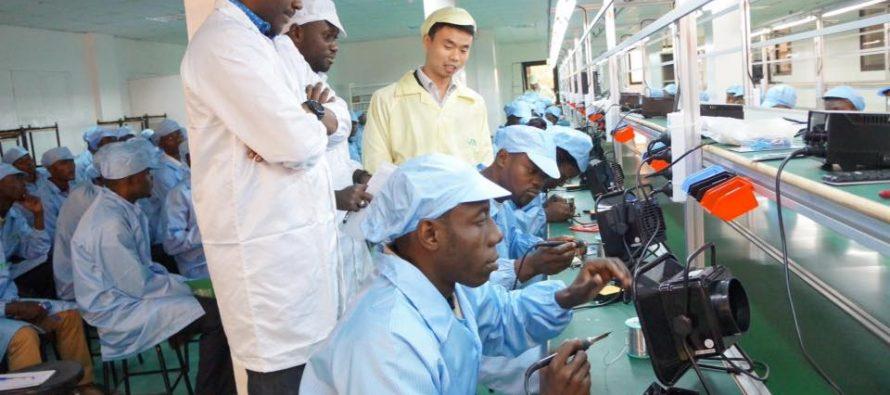 «Le premier téléphone «conçu et monté en République du Congo» est sorti de l'usine de VMK