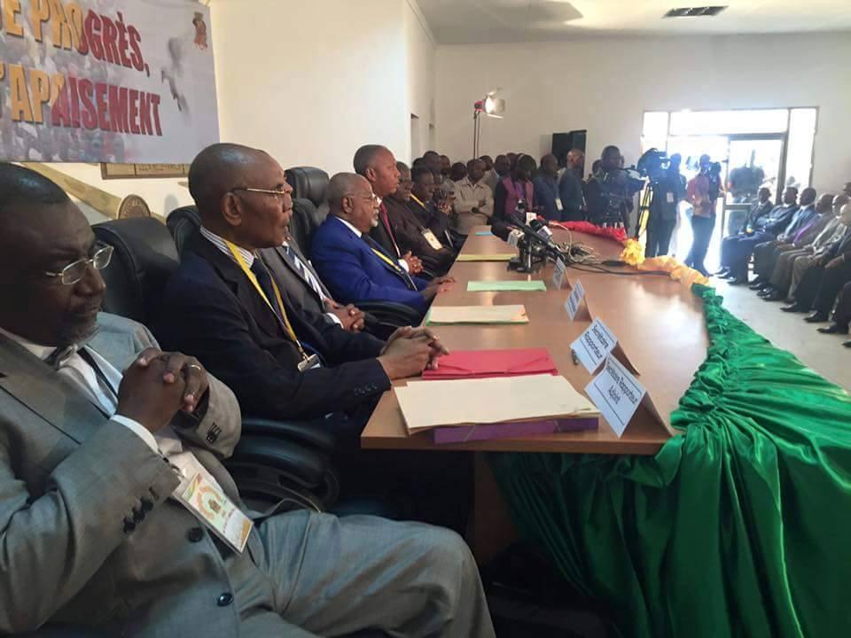 Les participants au dialogue national ont appelé vendredi à un changement de la Constitution|DR