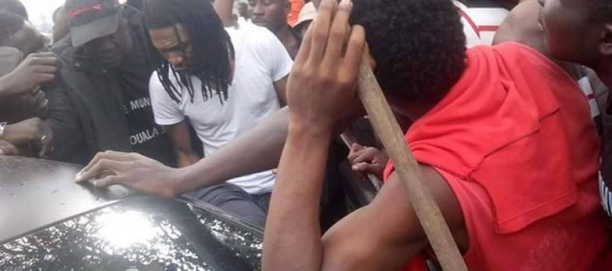 En Images – Cameroun : Rigobert Song victime d'un vol en pleine rue à Douala!