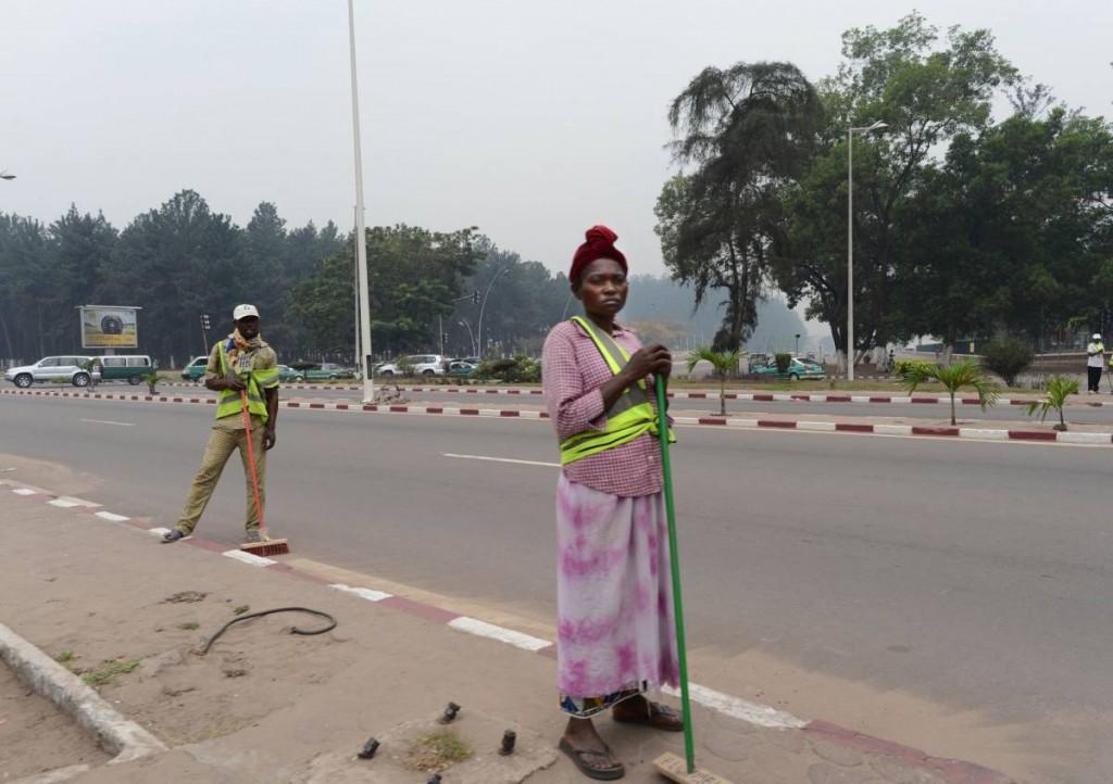 la Mairie de Brazzaville nettoie les avenues du centre-ville