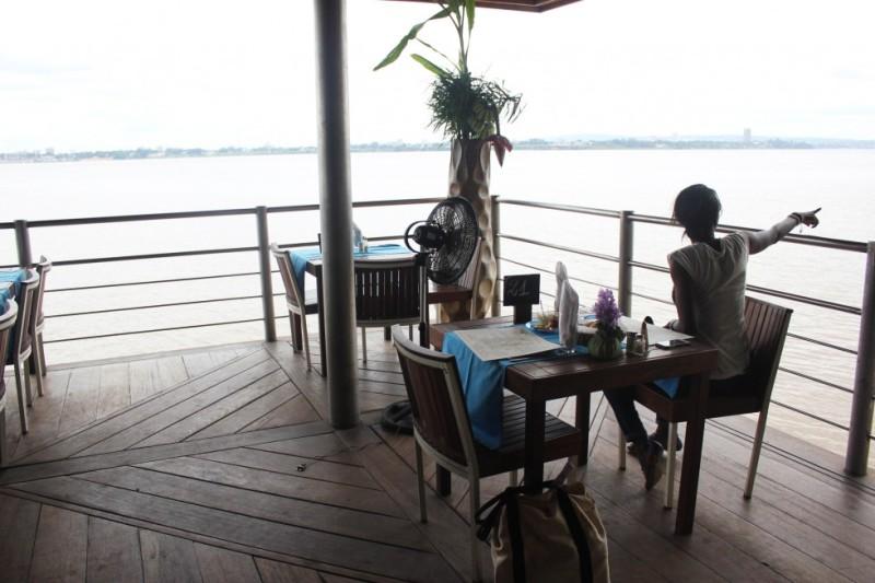 A Brazzaville le dragueur s'en va sans payer le restaurant, elles font la plonge toute la nuit