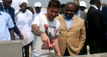 Gabon: Lionel Messi pose la première pierre du stade de Port-Gentil