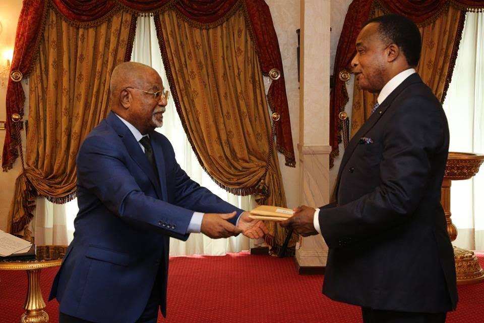 Le présidium des travaux du Dialogue National Inclusif, conduite par André Obami Itou, a transmis ce lundi 27 juillet 2015, au palais du peuple, le rapport final des conclusions de ces assises au Chef de l'Etat, Denis Sassou N'Guesso.