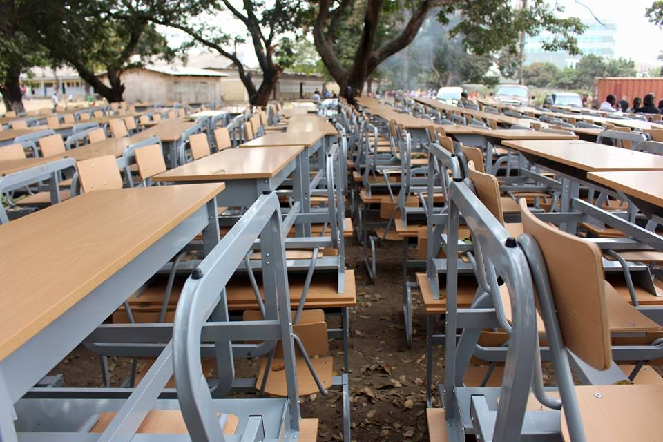 tables-bancs made in Paris que ceux de Brazzaville