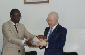 Les ministres Bienvenu Okyémi et Thierry Moungalla