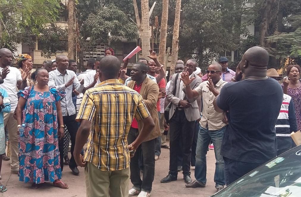 Les propriétaires des terres de la zone Kintélé, située dans la partie nord de Brazzaville, ont fait un sit-in, le 26 septembre, devant le ministère de l'Aménagement du territoire et de la délégation générale aux Grands travaux.