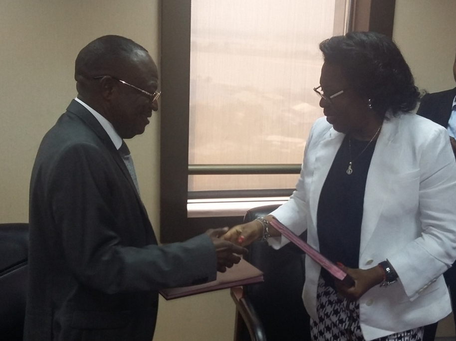 Euloge Landry Kolélas a pris les commandes du ministère du Commerce et des approvisionnements le 20 août à Brazzaville, à l'issue d'une cérémonie de passassion de consignes avec son prédécesseur, Claudine Munari.