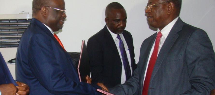 Parfait Kolélas, passe le témoin à Gilbert Mokoki au ministère de la Fonction publique