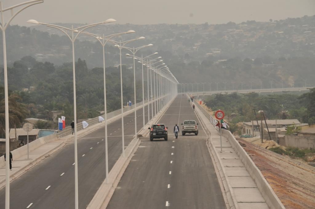 La corniche nord de Brazzaville, appelée viaduc de Talangaï, qui devient la troisième sortie nord de Brazzaville, a été ouverte au public, le 30 août, par le président de la République.|DR