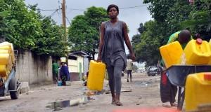 Au Congo, beaucoup de familles s'approvisionnent encore en eau de qualité douteuse