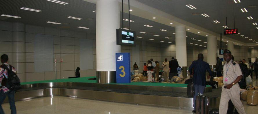 Aéroport de Brazzaville: Il devient blanc sur la photo de son passeport