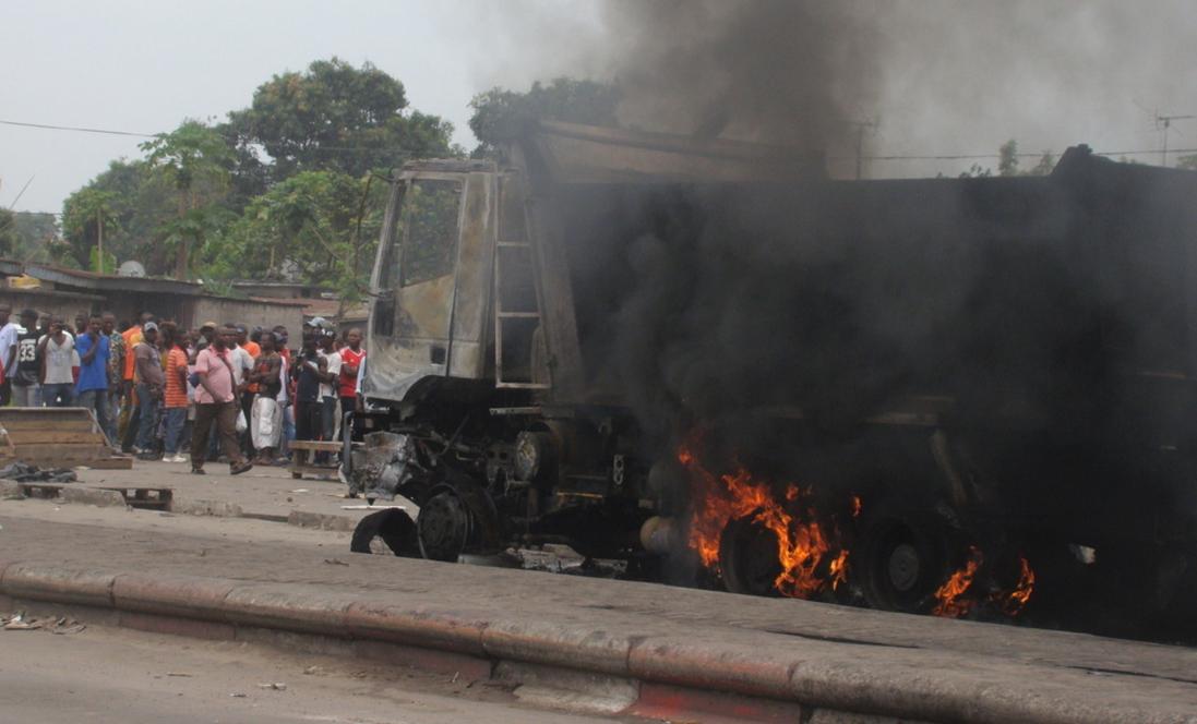 Quatre véhicules de la société brésilienne Andrade Gutierrez calcinés et une femme tuée dans un accident de circulation, tel est le bilan enregistré dans le deuxième arrondissement de la capitale, en cette matinée du 24 septembre.