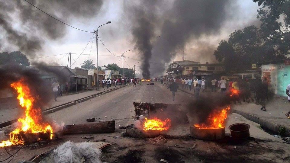Plusieurs rues de Brazzaville ont été ce mardi le théâtre d'affrontements entre forces de l'ordre et manifestants contre le référendum pour le changement de Constitution