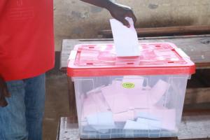 Dans un bureau de vote de Brazzaville