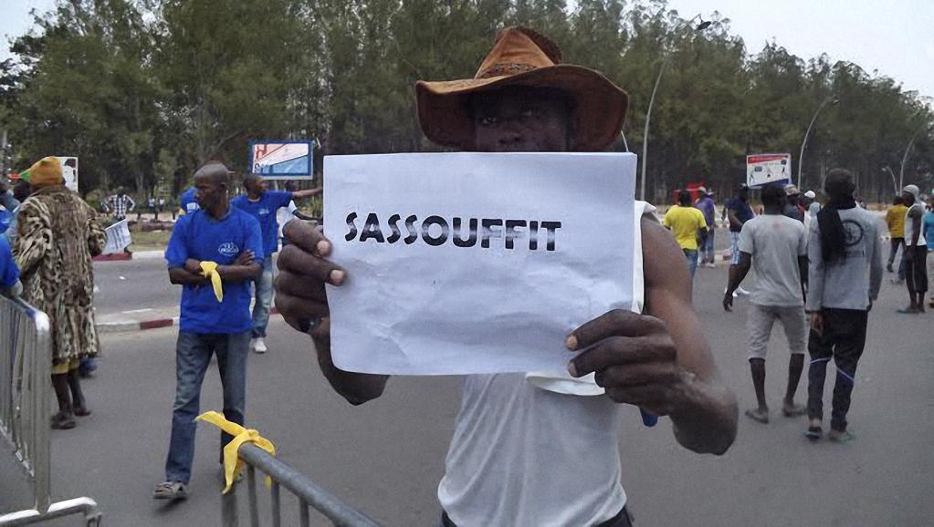 Un manifestant opposé à ce que Denis Sassou-Nguesso reste au pouvoir, photographié dimanche 27 septembre 2015 à Brazzaville.|AFP