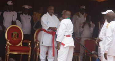 Congo: le président Sassou élevé ceinture rouge 10ème dan de karaté