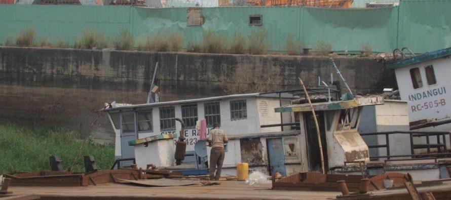Brazzaville : des épaves de bateaux abandonnées sur l'ancien site de la CIB