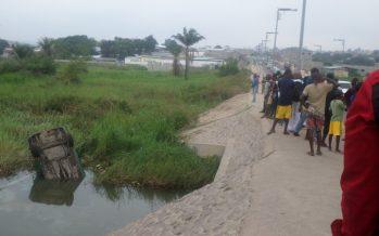 Brazzaville : un taxi finit sa course dans la rivière Tsiemé